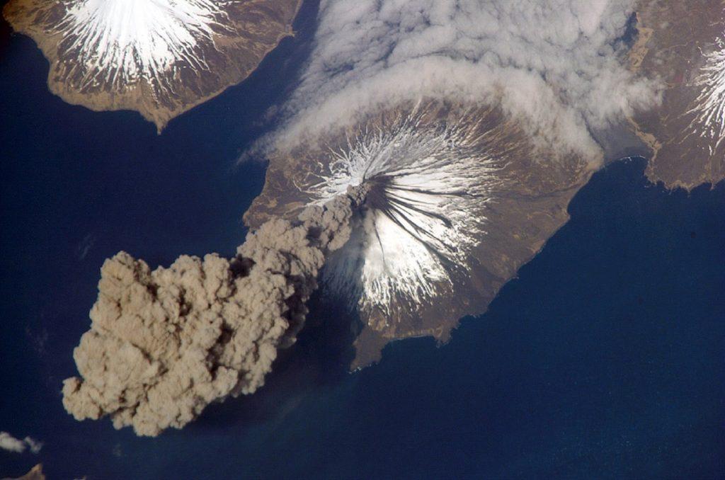 Изригване на вулкана Кливланд, Аляска